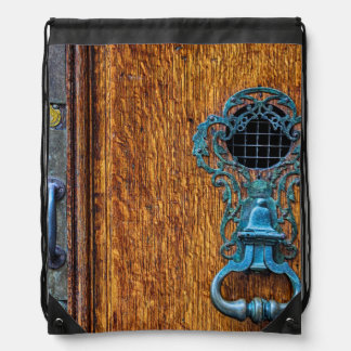 Foto de madera de la puerta mochilas