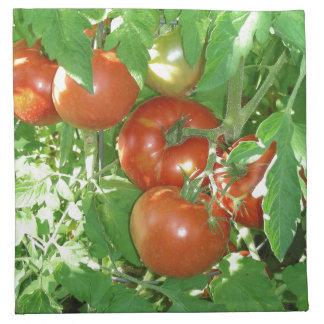 Foto de tomates rojos maduros en la vid servilleta imprimida