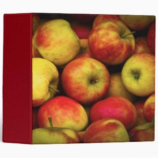 """Foto de un celemín de manzanas amarillas y rojas carpeta 2"""""""
