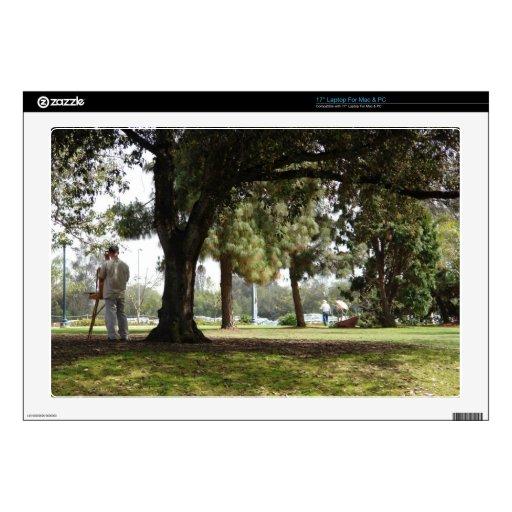 Foto de una pintura del hombre en el parque portátil calcomanías