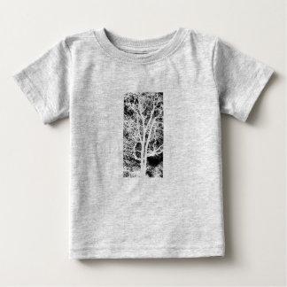 Foto del árbol en la camiseta infantil polera