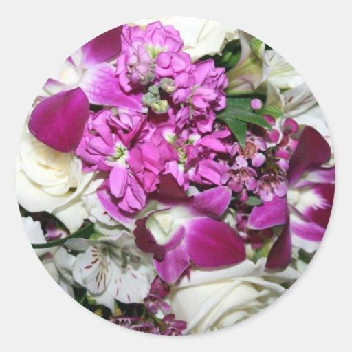 Foto del centro de flores púrpura y blanca pegatinas redondas
