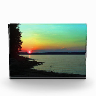 Foto del cielo del arco iris de la puesta del sol