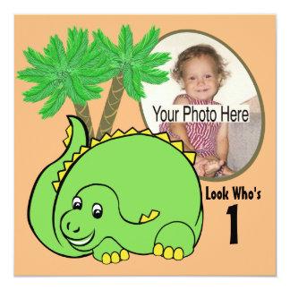 Foto del cumpleaños del dinosaurio invitación 13,3 cm x 13,3cm