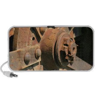 Foto del eje y del árbol viejos oxidados de rueda  iPod altavoz