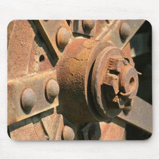 Foto del eje y del árbol viejos oxidados de rueda  alfombrilla de ratón