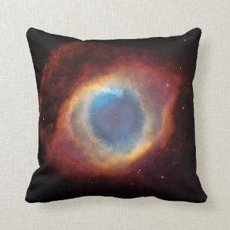 Foto del espacio de la nebulosa de la hélice almohadas