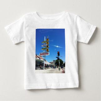foto del este de Los Ángeles de las hamburguesas Remera