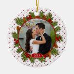 Foto del navidad del acebo de las ramas del pino ornamento de navidad