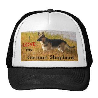 Foto del pastor alemán en el casquillo de la bola gorras de camionero