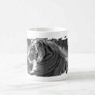 Foto del perfil del tigre de B&W Taza Clásica