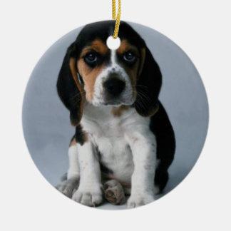 Foto del perro de perrito del beagle adorno navideño redondo de cerámica