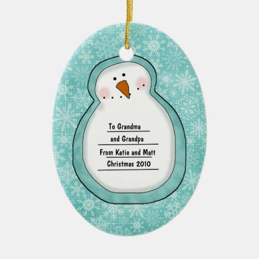 Foto del personalizado del muñeco de nieve de la adorno navideño ovalado de cerámica