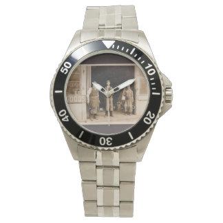 Foto del reloj del acero inoxidable y del herrero