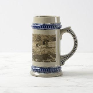 Foto del tono de la sepia del caballo marrón jarra de cerveza
