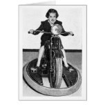 Foto del vintage - chica en ciclo tarjeta