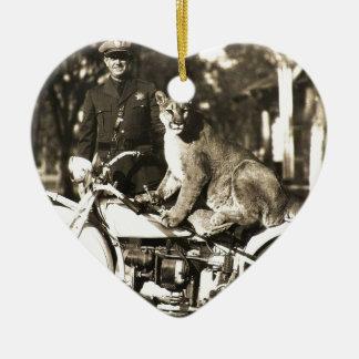 foto del vintage del oficial de policía en puma de ornatos