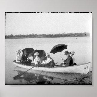 Foto del vintage hacia fuera en el lago póster