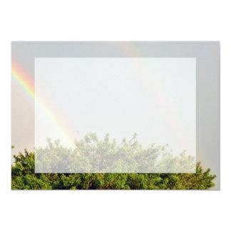 """Foto doble del arco iris con el cielo y los invitación 5"""" x 7"""""""