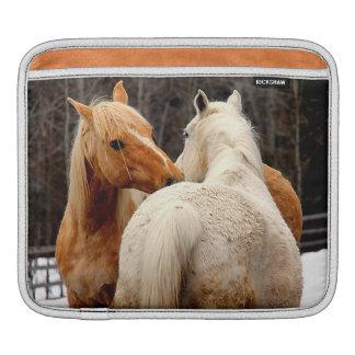 Foto equina de los caballos cariñosos funda para iPads