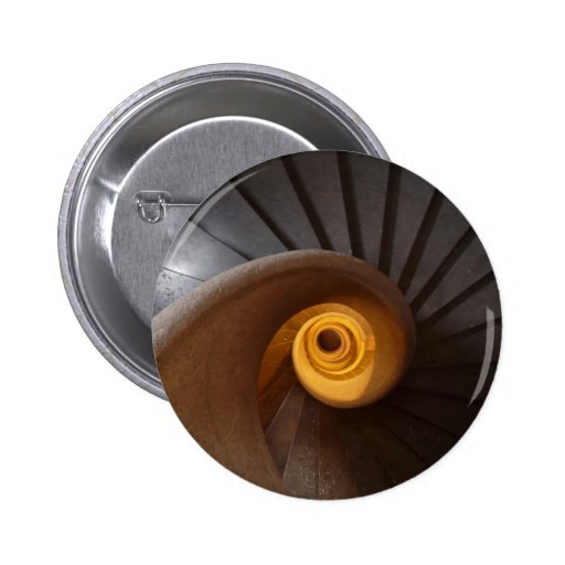 Foto espiral oscura de las escaleras pins