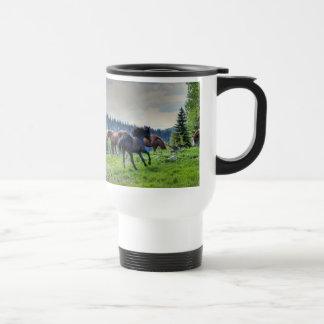 Foto excelente negra corriente 3 del caballo de taza térmica