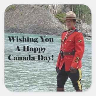 Foto feliz del Mountie del día de Canadá Pegatina Cuadrada