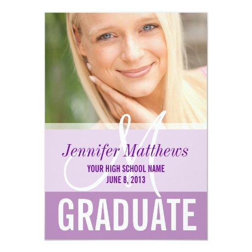 Foto femenina del graduado de la púrpura con monog invitación 12,7 x 17,8 cm