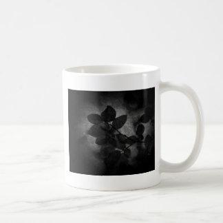 Foto floral artística gris oscuro retra elegante taza clásica