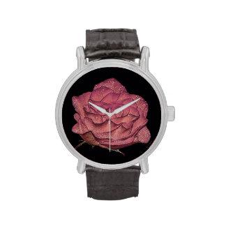 Foto floral de la flor color de rosa mojada hermos reloj de mano