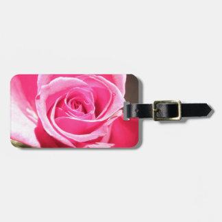 Foto floral de la flor color de rosa rosada del br etiquetas maletas