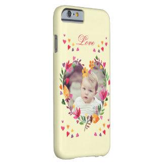 Foto floral de la guirnalda del corazón del amor funda para iPhone 6 barely there