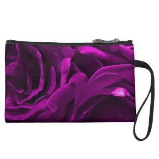 Foto floral de los rosas púrpuras románticos