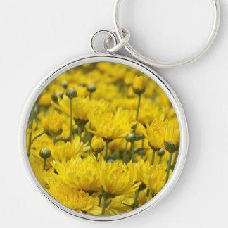 Foto floral del crisantemo hermoso de la caída llavero redondo plateado