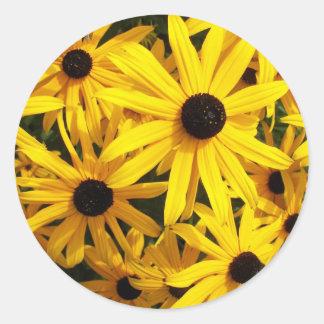 Foto floral observada negro de Susans Pegatina Redonda