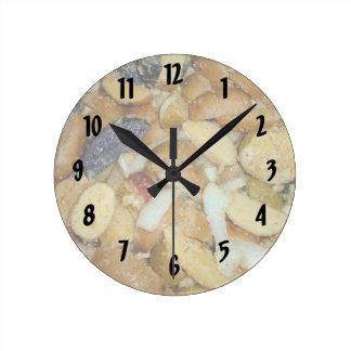 foto frita de la comida de las cebollas del queso  reloj redondo mediano