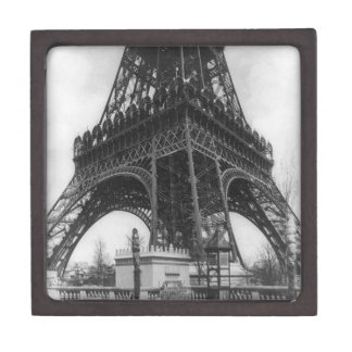 Foto from 1800 del vintage de la torre de Eifel Cajas De Recuerdo De Calidad