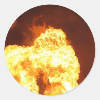 Foto gigante de la bola de fuego etiqueta redonda