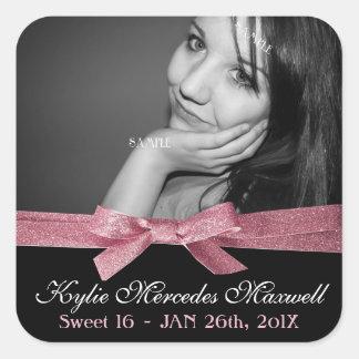 Foto grande del dulce 16 con la cinta rosada linda pegatina cuadrada