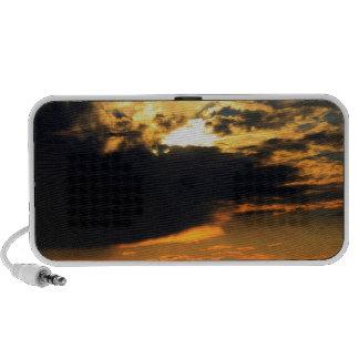 Foto hermosa del paisaje de la puesta del sol de l portátil altavoces