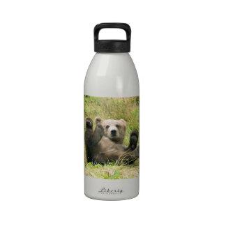 Foto hermosa marrón linda del cachorro de oso griz botellas de agua reutilizables