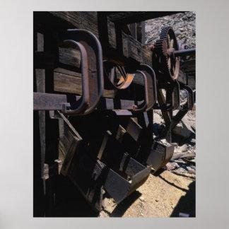 Foto industrial - canales inclinados de carga del posters