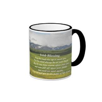 Foto irlandesa del valle verde de la bendición taza de dos colores