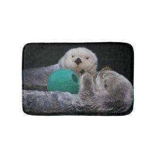 Foto juguetona de las nutrias de mar