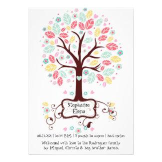 Foto linda caprichosa del bebé del árbol de la flo comunicado personalizado