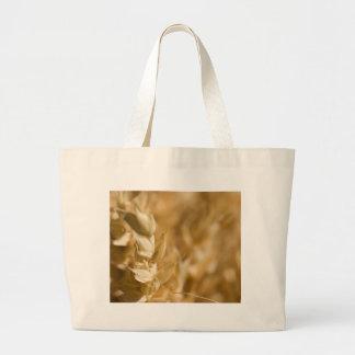 Foto macra del grano amarillo bolsas