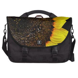 Foto magnífica de la macro del girasol bolsa para ordenador