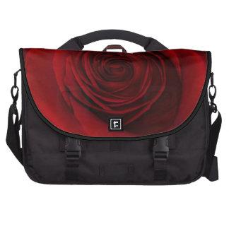 Foto magnífica de la macro del rosa rojo bolsas para ordenador
