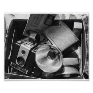 Foto negra y blanca de una caja de cámaras