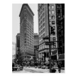 Foto negra y blanca del edificio de Flatiron en NY Postal